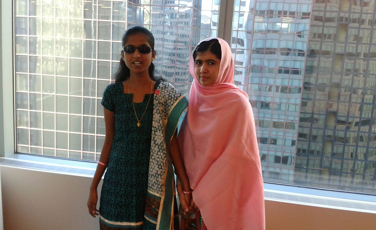 Ashwini junto con la pakistaní Malala Yousafzai