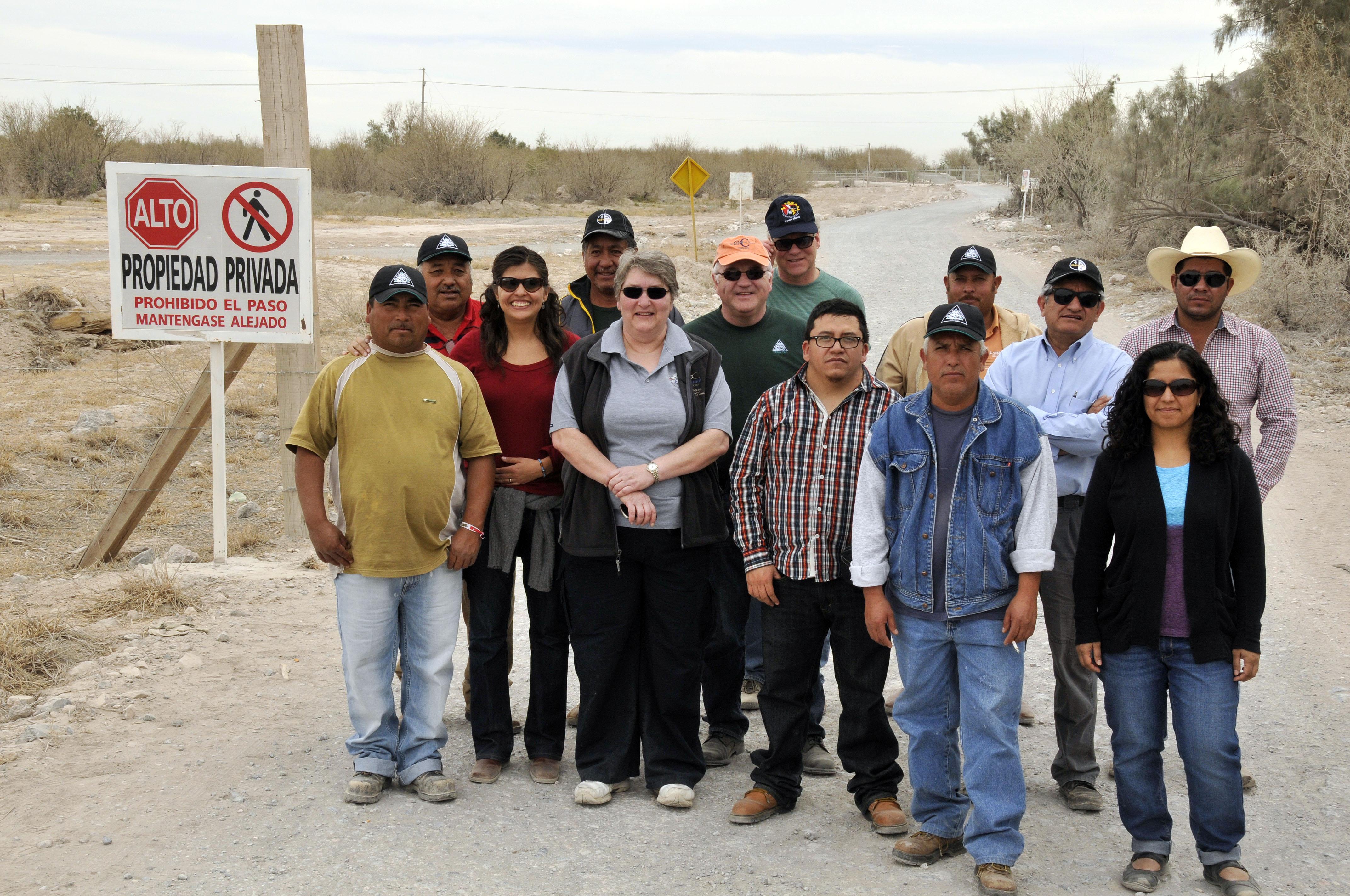 Ancheita junto a miembros de la comunidad de La Sierrita, en Durango / Fotografía: ProDESC