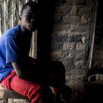 """Jean se unió a los Seleka tras la muerte de su padre © Jean: """"Tenía un arma. Un AK47 y la usé, maté gente con ella, maté a mucha gente"""" © Sylvain Cherkaoui/Cosmos for Save The Children"""