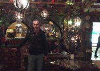 Apu, en el restaurante donde trabaja | © M. Hernández