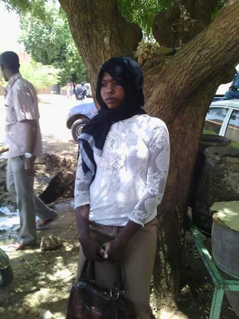 """Fardos Al Toum, el día de su juicio en el que fue nuevamente multada por llevar esta ropa, considerada """"indecente"""" / Imagen cedida por Mohaned Al Nour"""