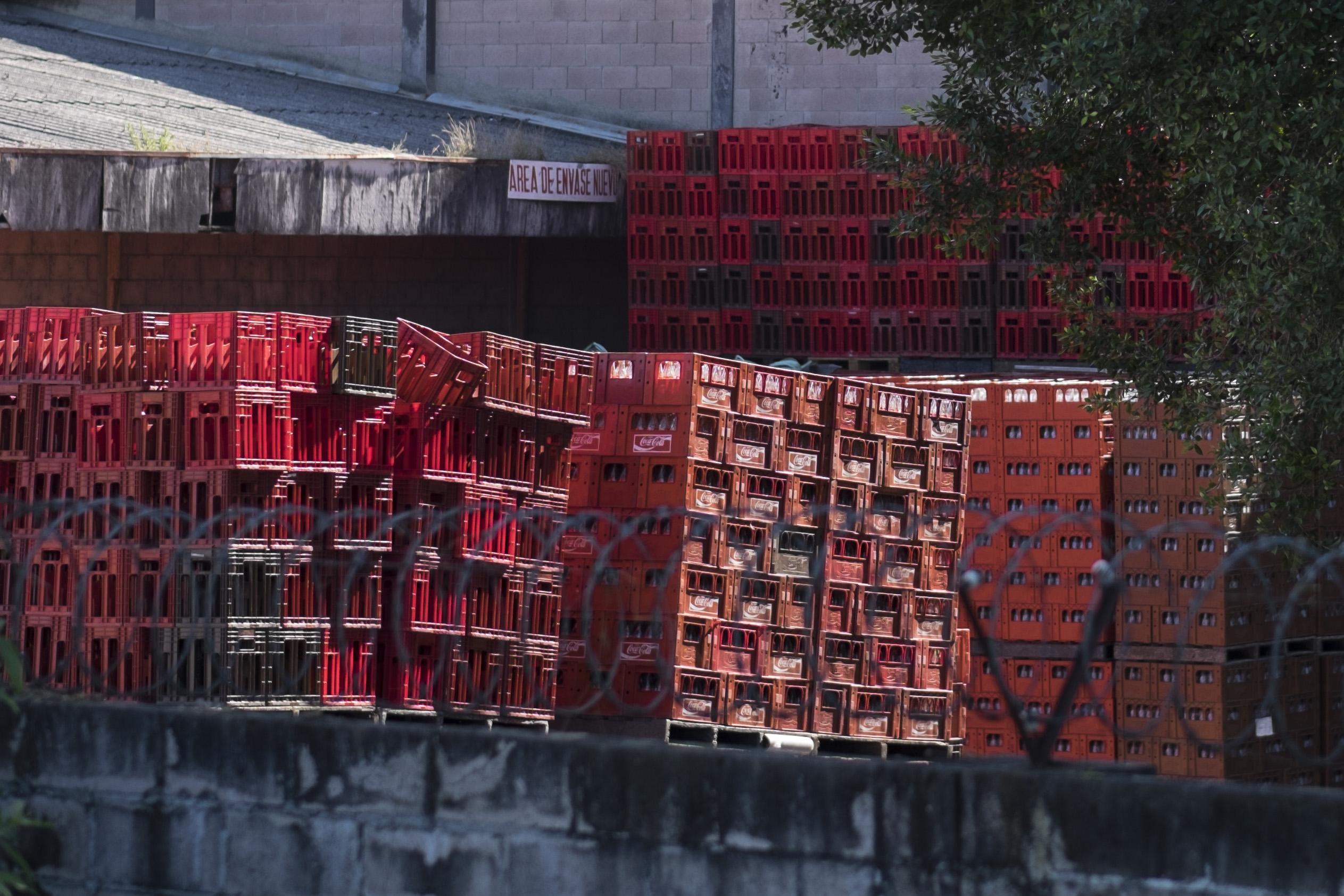 """""""Aquí la Coca Cola la vemos en todas partes, hay más Coca Cola que agua"""", dice el líder comunitario nejapense Ines Flores / © Pedro Armestre/Alianza por la Solidaridad"""