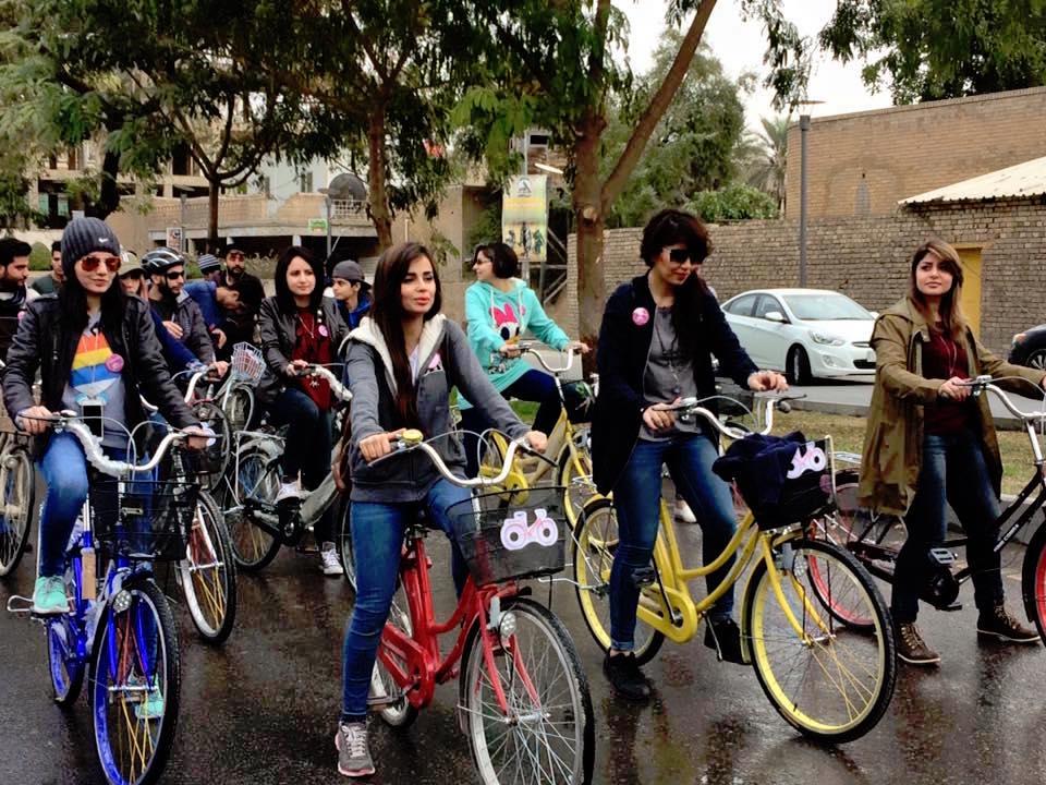 Ahora se organizan quedadas mixtas para recorrer en bicicleta las calles de Bagdad | Imagen cedida